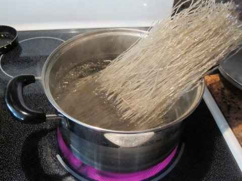 Put dry glass noodle into boiling water