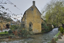 水中的博爾頓 (Bourton-in-the-Water)
